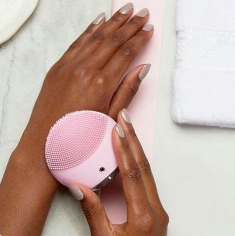 limpeza facial escova