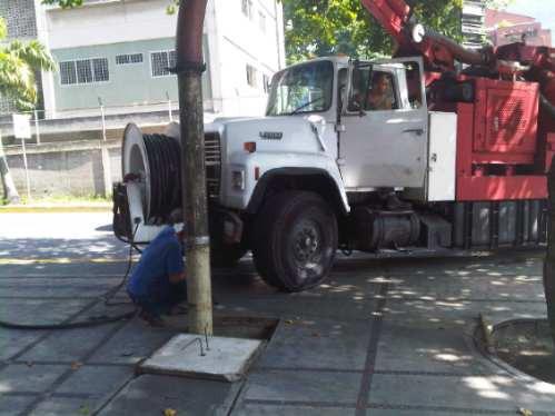 limpieza de drenajes y alcantarillas con camion vactor