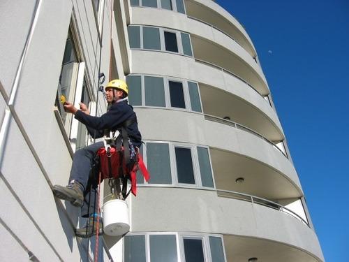 limpieza de ventanas, vidrios de edificios, casas grandes