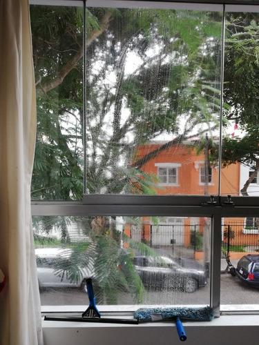 limpieza y lavado de ventanas, mamparas y balcones