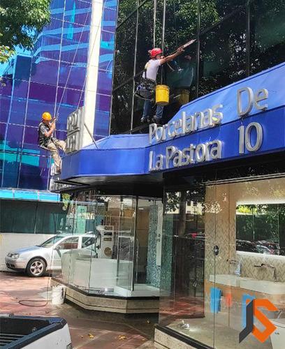 limpieza y mantenimiento de fachada en altura