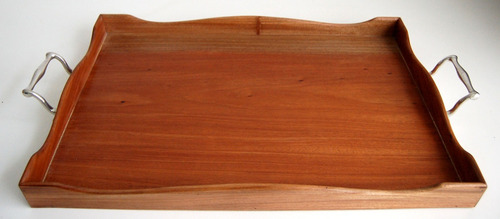 linda bandeja de madeira com alças em estanho john somers