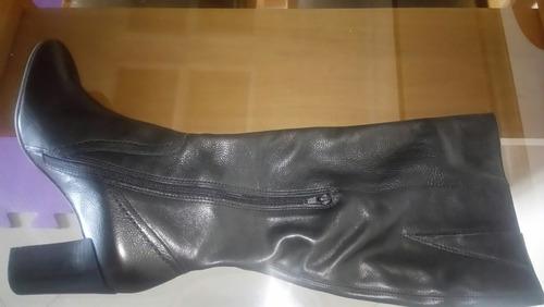 linda bota de couro da marca arezzo, número 39 na cor preta
