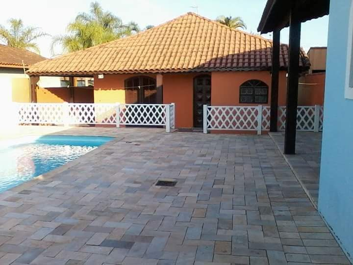 linda casa 3 quartos 3 banheiro piscina! só família!