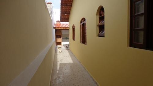 linda casa à 300 metros do mar, itanhaém-sp!