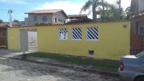 linda casa a 200 metros do mar, lote 403m², rua calçada!