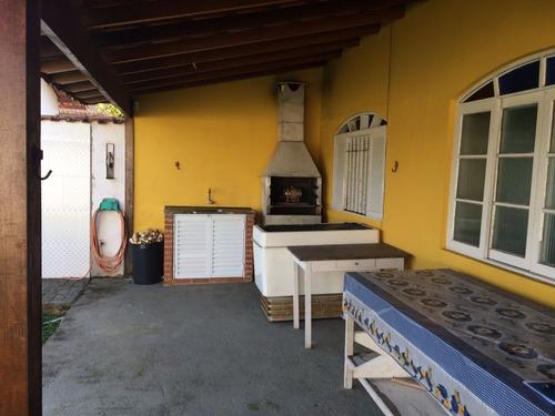 linda casa a 300 metros do mar, 3 dorm, quintal amplo,doc ok