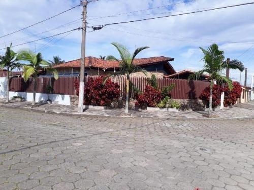 linda casa a 300 metros do mar com 3 quartos!
