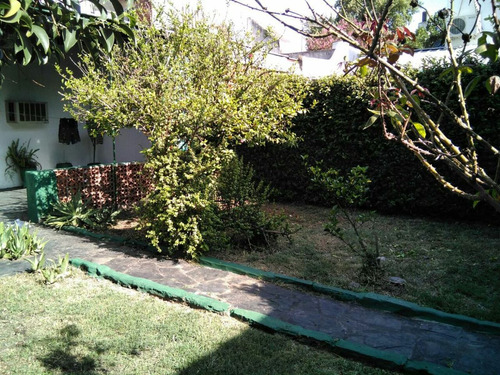 linda casa arroyito con amplio jardin  excelente ubicacion