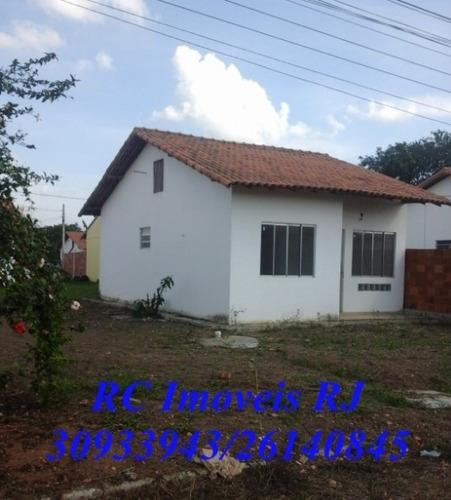 linda casa com 2 quartos, cozinha, sala, banheiro e quintal!