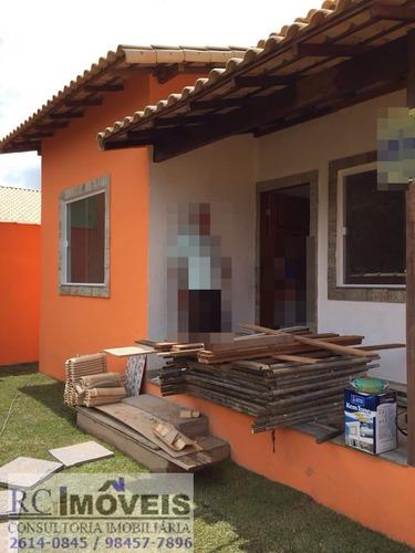 linda casa com 2 quartos,1 suíte, copa, cozinha e varanda.