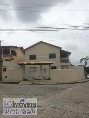 linda casa com 3 quartos, cozinha, sala e banheiro e garagem