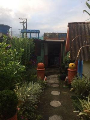 linda casa com comércio no umuarama
