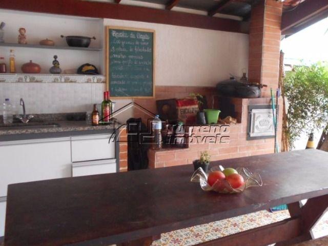linda casa com excelente espaço gourmet.