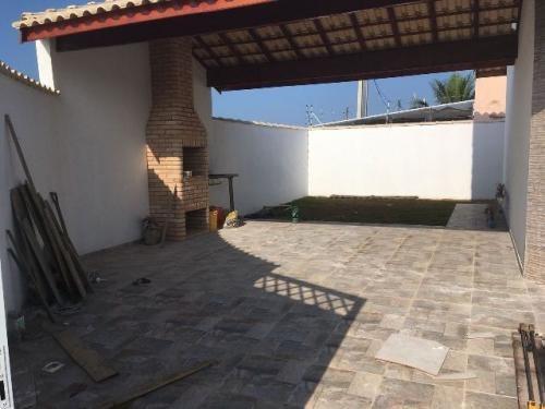linda casa com piscina no balneário tupy, em itanhaém