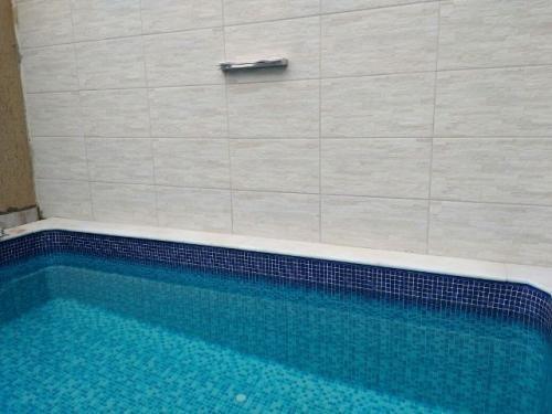 linda casa com piscina no oásis, em peruíbe.