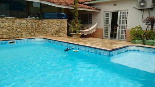 linda casa com piscina pé na areia em mongaguá!!!
