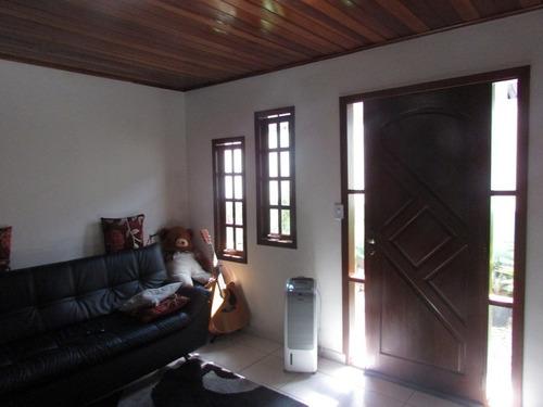 linda casa com ponto comercio c/renda- parcela- ref: 04589