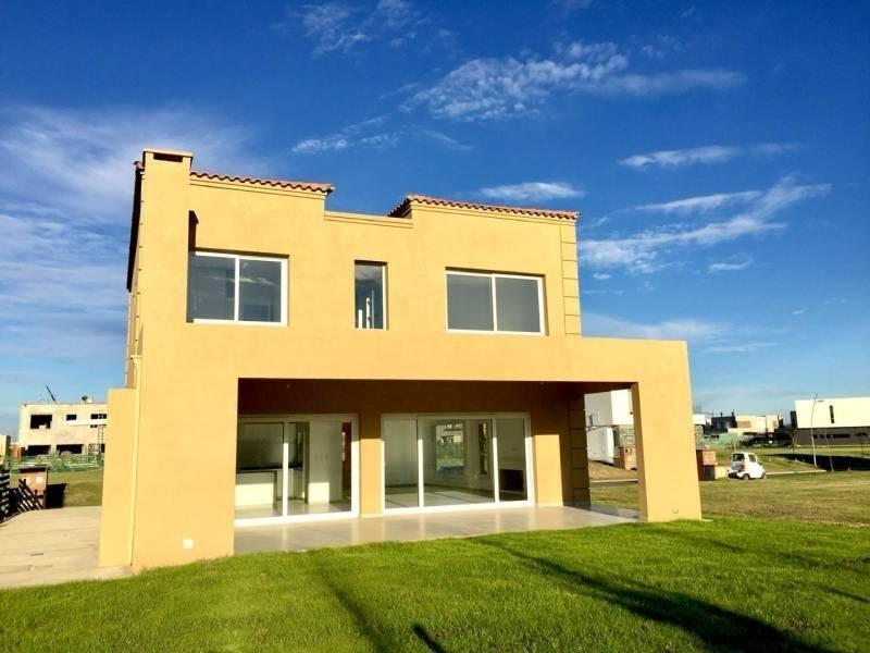 linda casa de 4 dormitorios en el barrio castaños en nordelta
