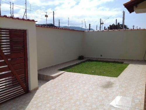 linda casa de esquina no bairro suarão, em itanhaém