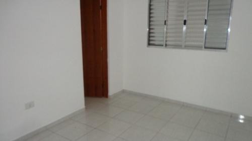 linda casa em condomínio, 2 dormitórios, lado praia! confira