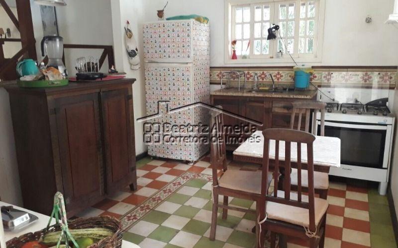 linda casa em condomínio com 4 quartos, sendo 1 suíte com hidromassagem, na serra de itaipuaçu