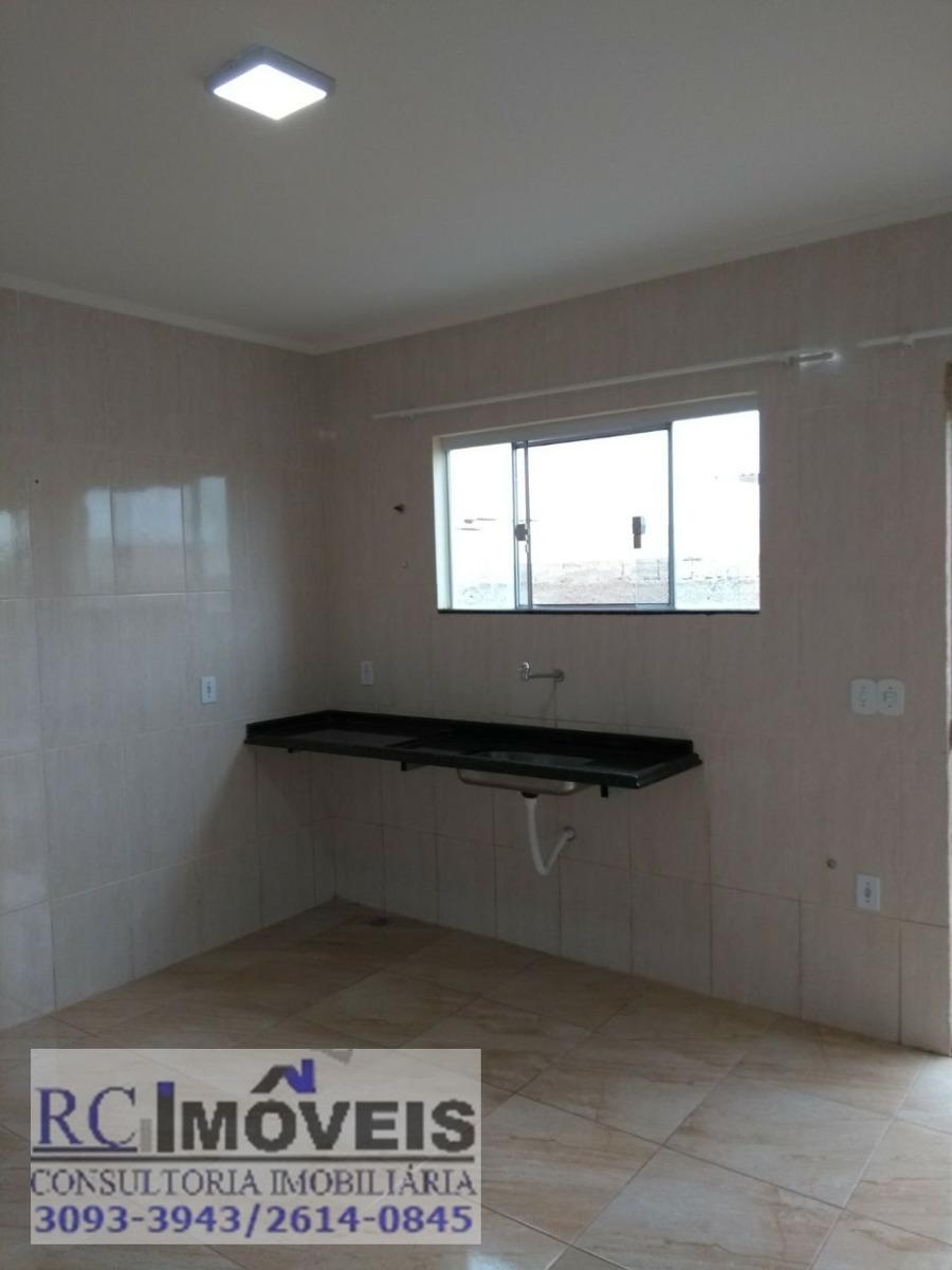 linda casa em condomínio,com 4 quartos,2 suítes e vaga.