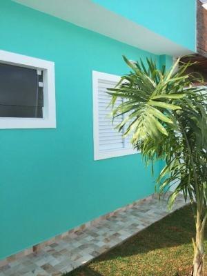 linda casa em itanhaém, lado praia! com 02 quartos. visite!