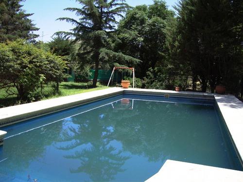 linda casa en carlos paz con pileta, parque y fondo al rio