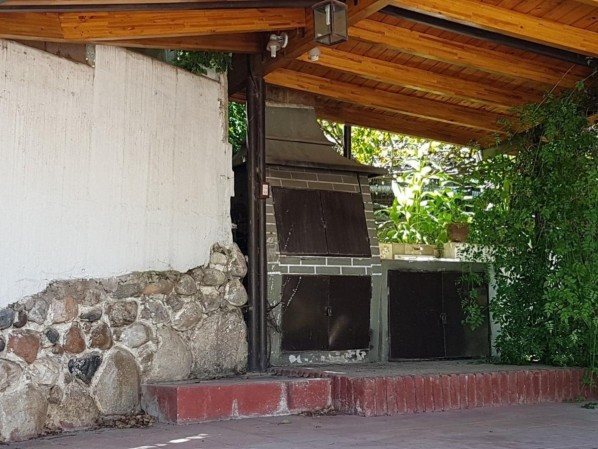 linda casa en carlos paz en venta, cercana al río