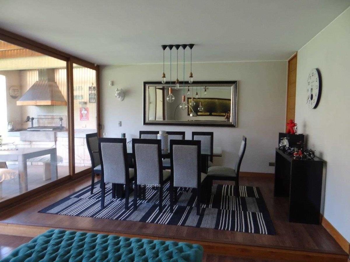 linda casa en chamisero full equipada , precioso jardin , llegar e instalarse. , vale la pena visitarla !!!