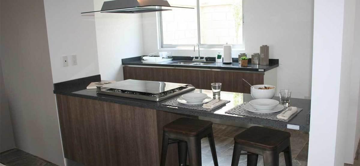linda casa en el mirador, 3 recámaras, 2.5 baños, jardín, tres niveles, alberca