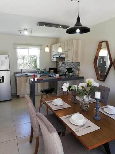 linda casa en sonterra, 2 recamaras, 1.5 baños, patio, jardín, privada..