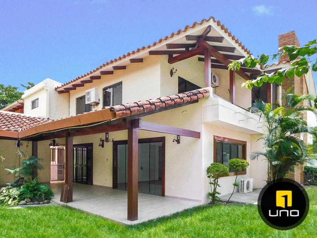 linda casa en venta barrio equipetrol