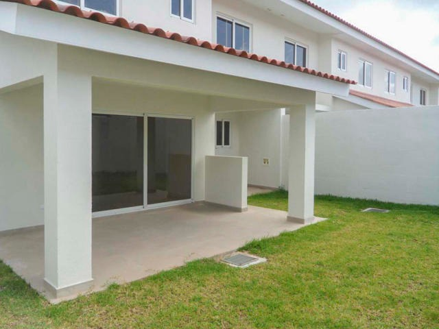 linda casa en venta en versalles panama cv
