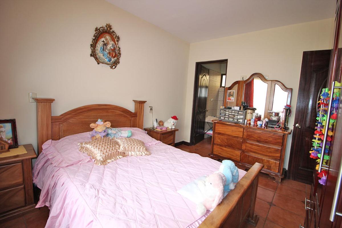 linda casa en venta ¿ rincon chiquita de guacima (nhp-430)
