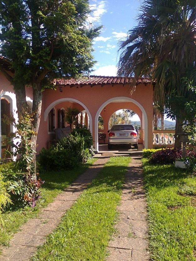 linda casa estilo colonial