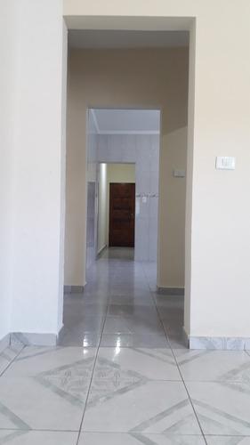 linda casa individual com 2 quartos, sendo 1 suíte e garagem