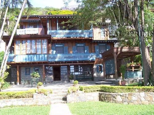linda casa na beira da lagoa da conceição!