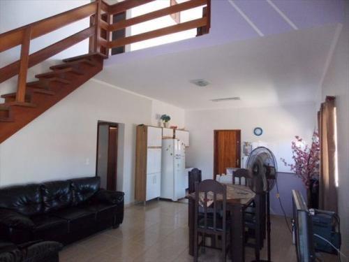 linda casa no bairro belmira novaes em peruíbe