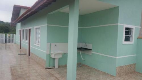 linda casa no cibratel, em itanhaém, belo acabamento.