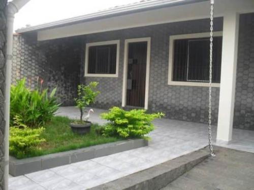linda casa no jardim bopiranga, em itanhaém.