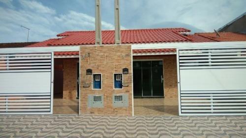 linda casa no jd grandesp , em itanhaém