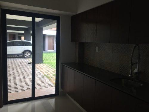 linda casa para estrenar climatizada con alberca en venta en