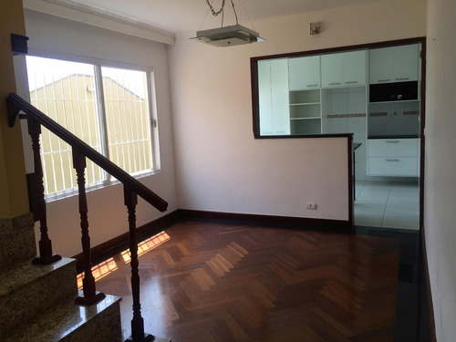 linda casa reformada, com quintal e churrasqueira. ref. 10