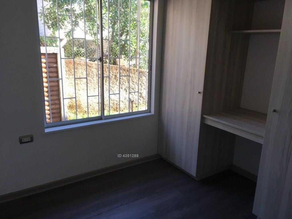 linda casa remodelada en un barrio tradicional de quilpué. en su interior posee una cabaña completa.