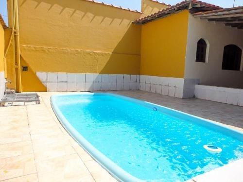 linda casa, só 50 metros do mar,  piscina, aceita troca!