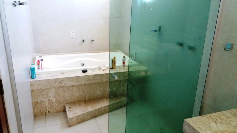 linda casa à venda, poço, 5 suítes, piscina, 350m do mar
