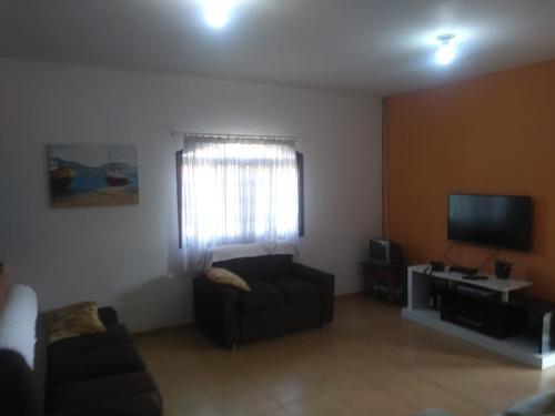 linda chácara casa com 04 dormitórios, sala 02 ambientes.