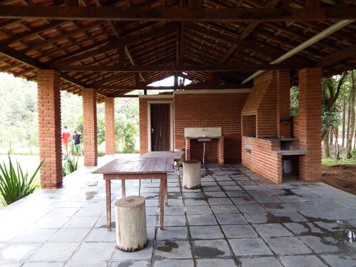 linda chácara casa e churrasqueira de tijolinho